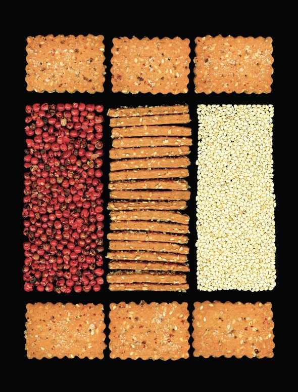 Crackers al sesamo e pepe rosso.