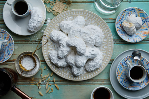 Greek Almond Shortbread Butter Cookies (Kourabiethes)