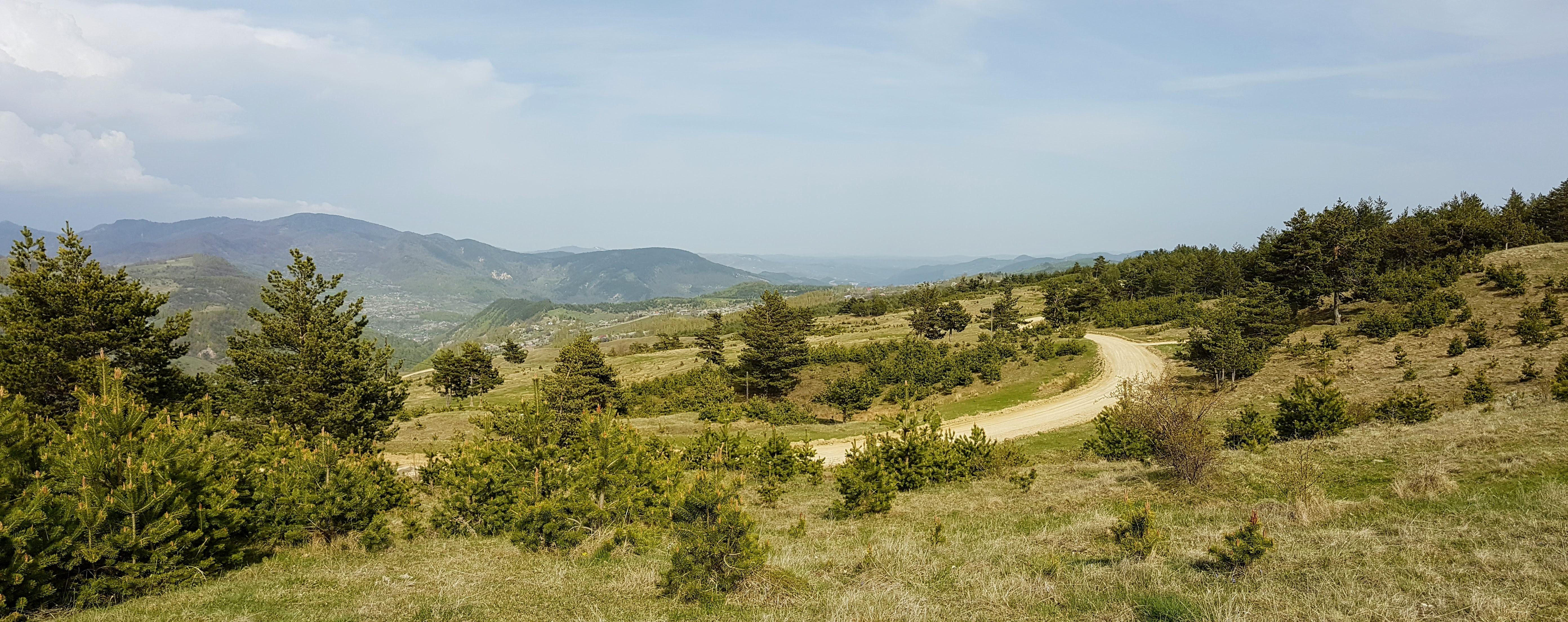 Vedere spre satul Plaiul Nucului, comuna Lopătari