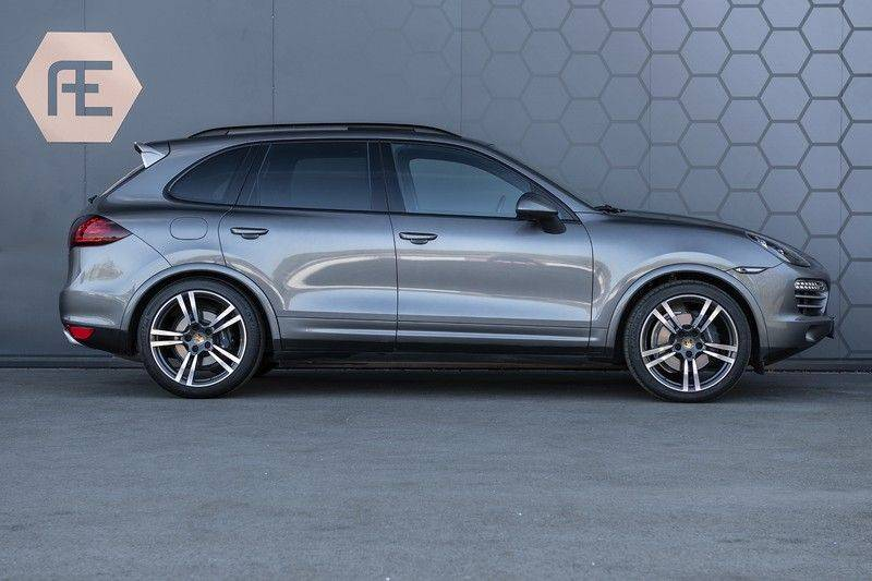 Porsche Cayenne 3.0 D Platinum Edition Org. Ned. + Dealer onderhouden + Sportchrono + Stuur/ Stoel verwarming+ Stoel koeling + Bose afbeelding 6