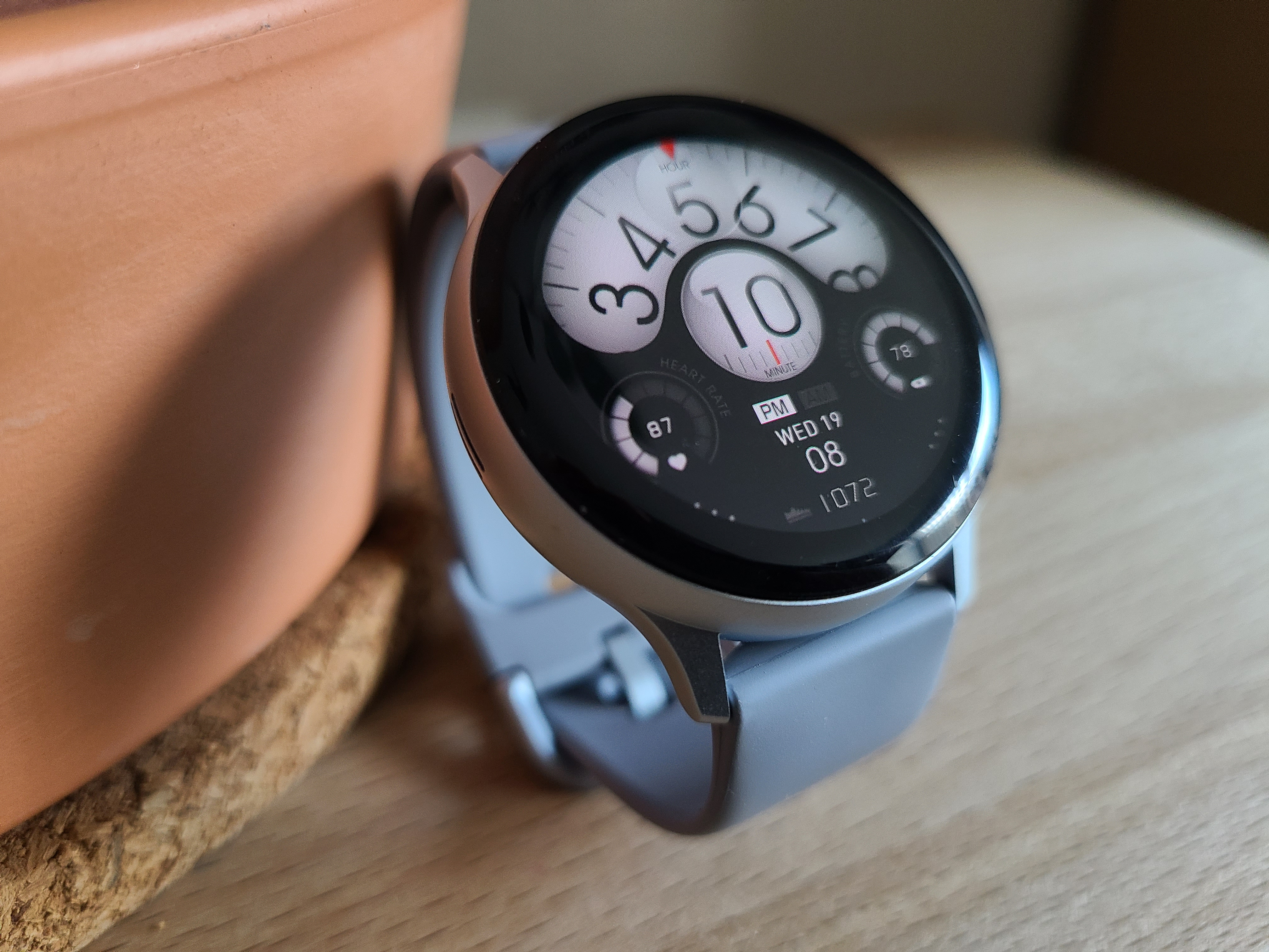 Samsung Galaxy Watch Active 2 with the USA Scalar watch face