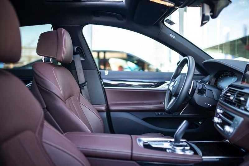 BMW 7 Serie 740d xDrive *Schuifdak / H&K / Memory / LED / ACC / Stoelventilatie* afbeelding 3