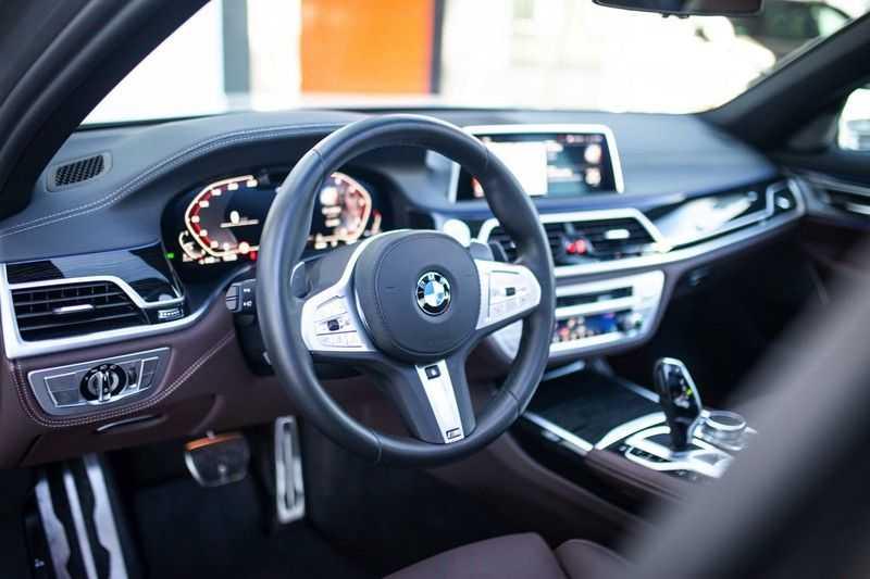 BMW 7 Serie 740d xDrive *Schuifdak / H&K / Memory / LED / ACC / Stoelventilatie* afbeelding 5
