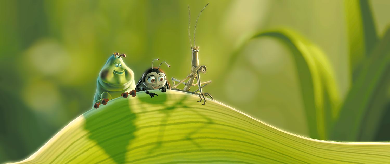Três insetos se penduram em uma grama