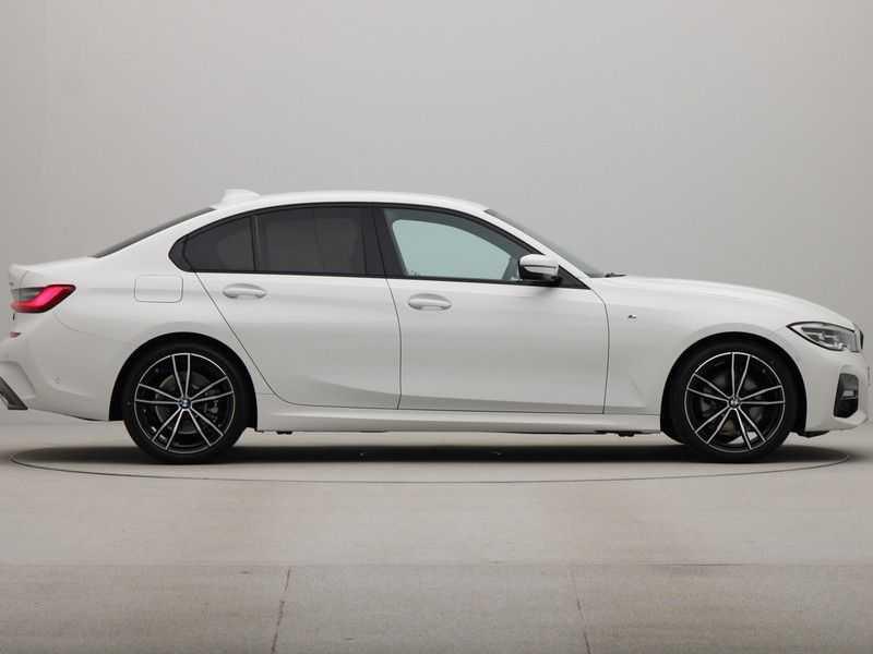 BMW 3 Serie Sedan 320i High Executive M-Sport Automaat afbeelding 6