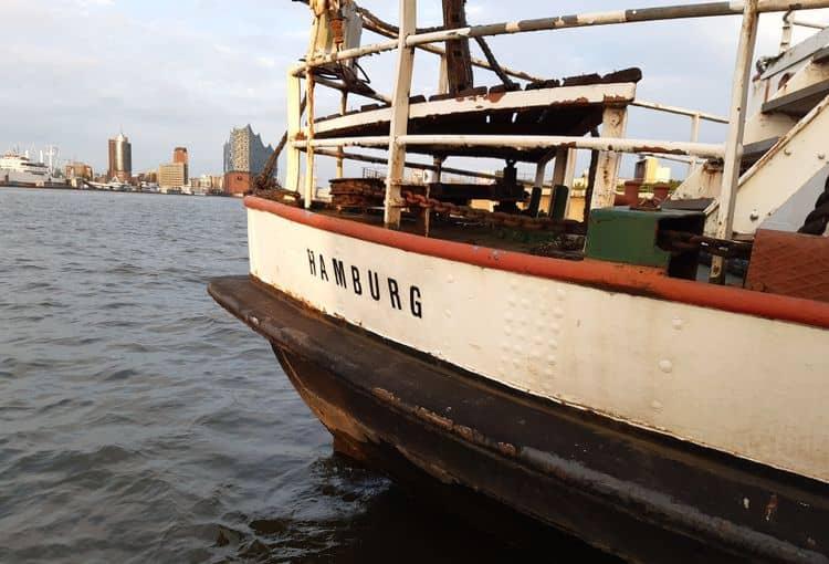 Schiff Hamburg im Hamburger Hafen