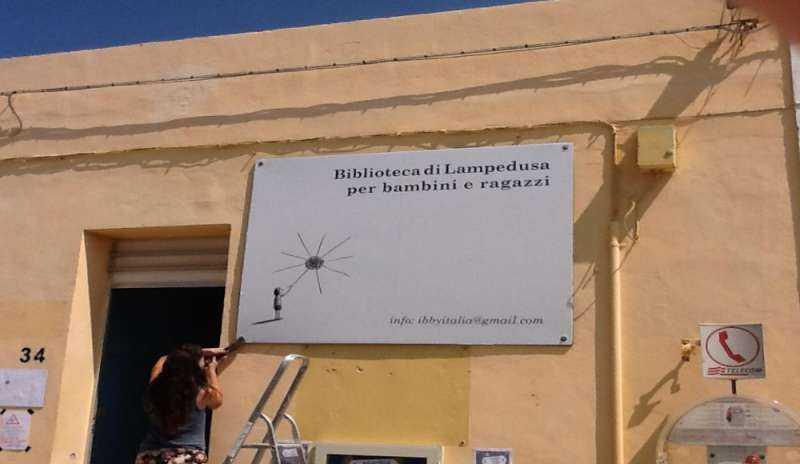 Lampedusa - la biblioteca per i piccoli migranti cover image