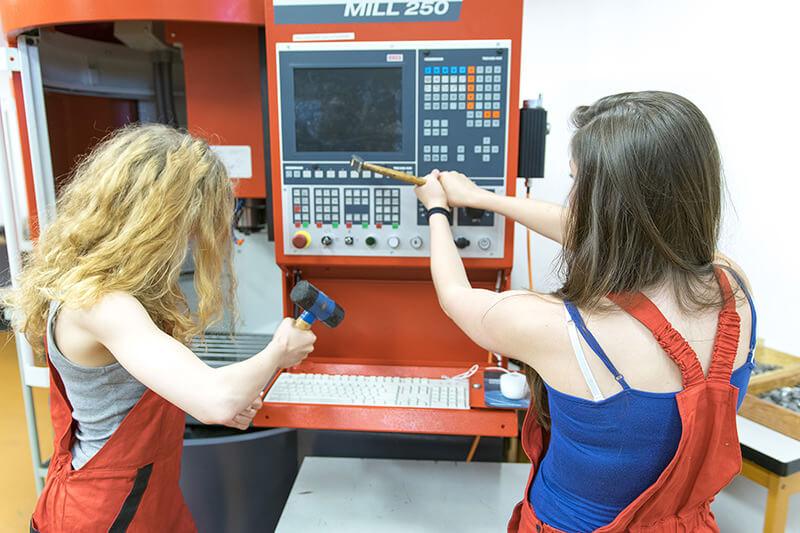 Rozbíjení CNC stroje aneb jak se to nedělá