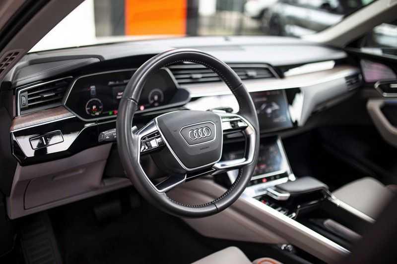 "Audi e-tron 55 Quattro *4% Bijtelling / Massage / HUD / Pano / 21"" / Hulppakket Stad & Tour* afbeelding 5"