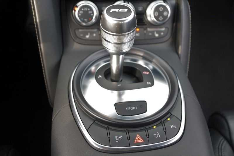 Audi R8 4.2 V8 FSI / 49dkm NAP / 1e eigenaar / B&O / R-Tronic / Orgineel Nederlands! / Navigatie afbeelding 16