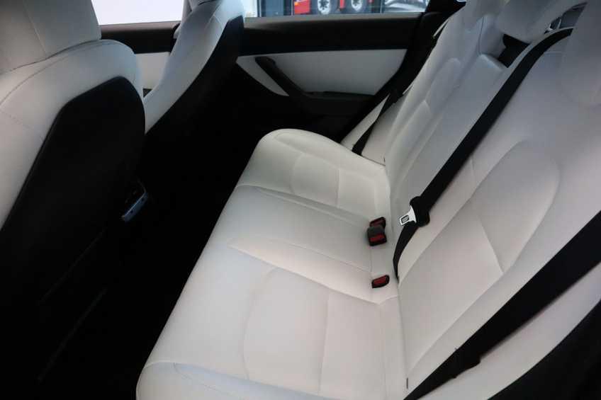"""Tesla Model 3 Long Range EX BTW 4% Bijtelling Navi Leder 18""""LM Blauw wit afbeelding 9"""