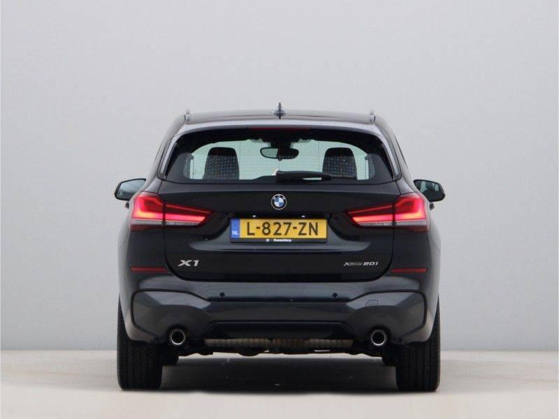 BMW X1 xDrive20i M Sport High Executive afbeelding 10
