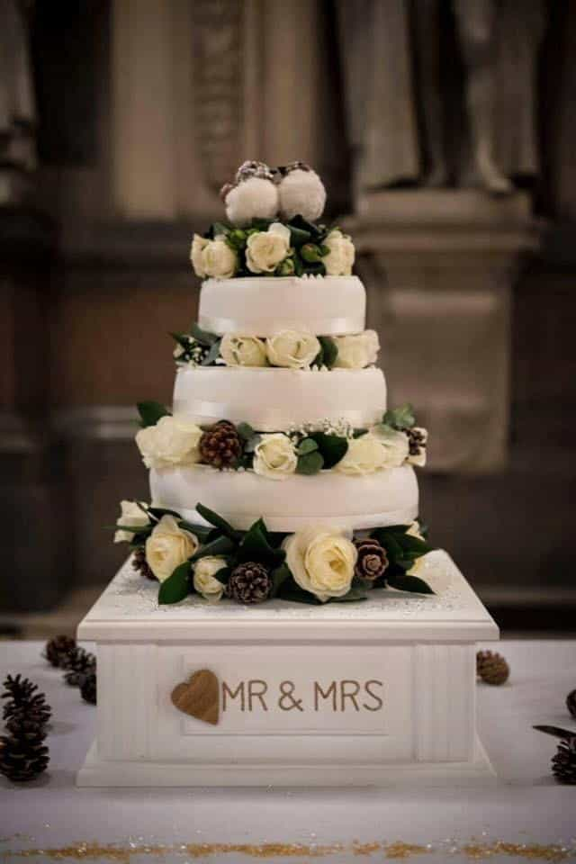 Wedding cakestand with cake on top