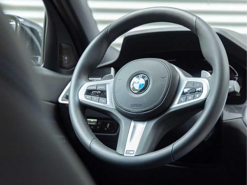 BMW 3 Serie Touring 330i M-Sport - Panorama - Trekhaak - Camera - Harman Kardon afbeelding 22