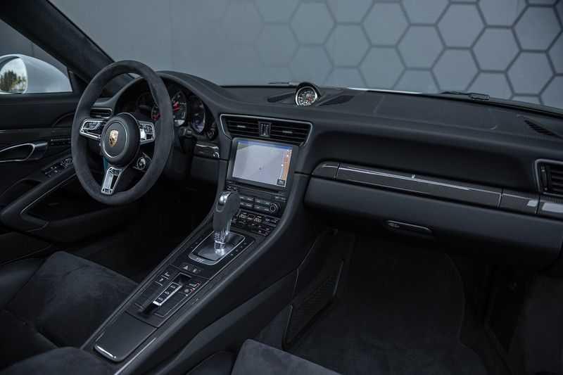 Porsche 911 Turbo S 991.2 3.8 Carbon seats + Keramisch + 4-wiel best. + NP € 331.000,- + Dak + Carbon + Bose + Carplay + ACC afbeelding 11
