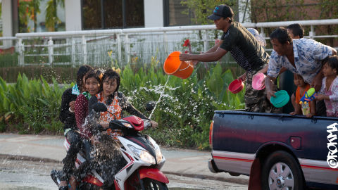 Fumes - Art, Photography, Ideas - 110424 PHOTOGRAPHER ROKMA SONGKRAN WATER 8938