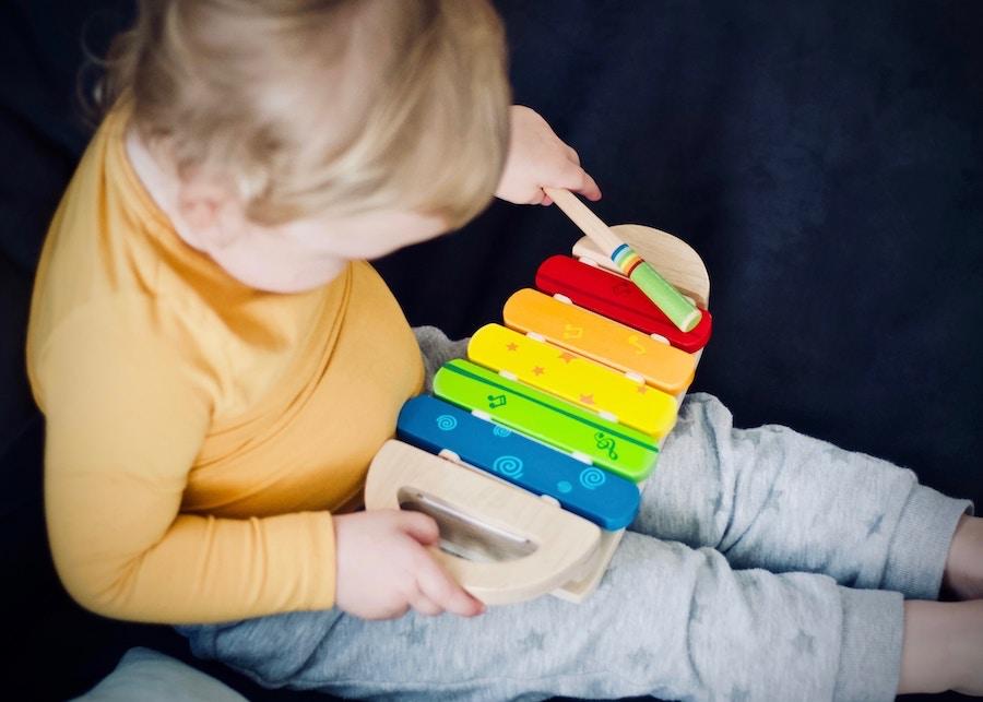 Spielzeug für einjähriges Kind