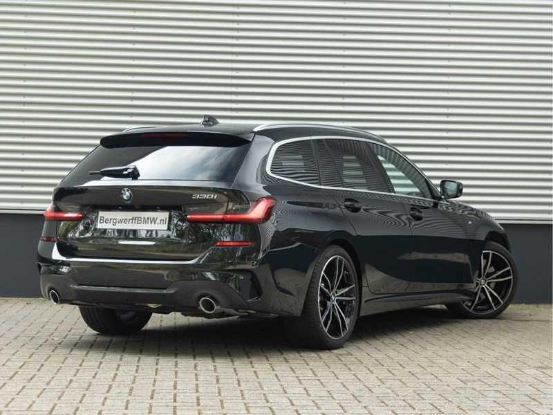 BMW 3 Serie Touring 330i M-Sport - Panorama - Trekhaak - Camera - Harman Kardon afbeelding 2