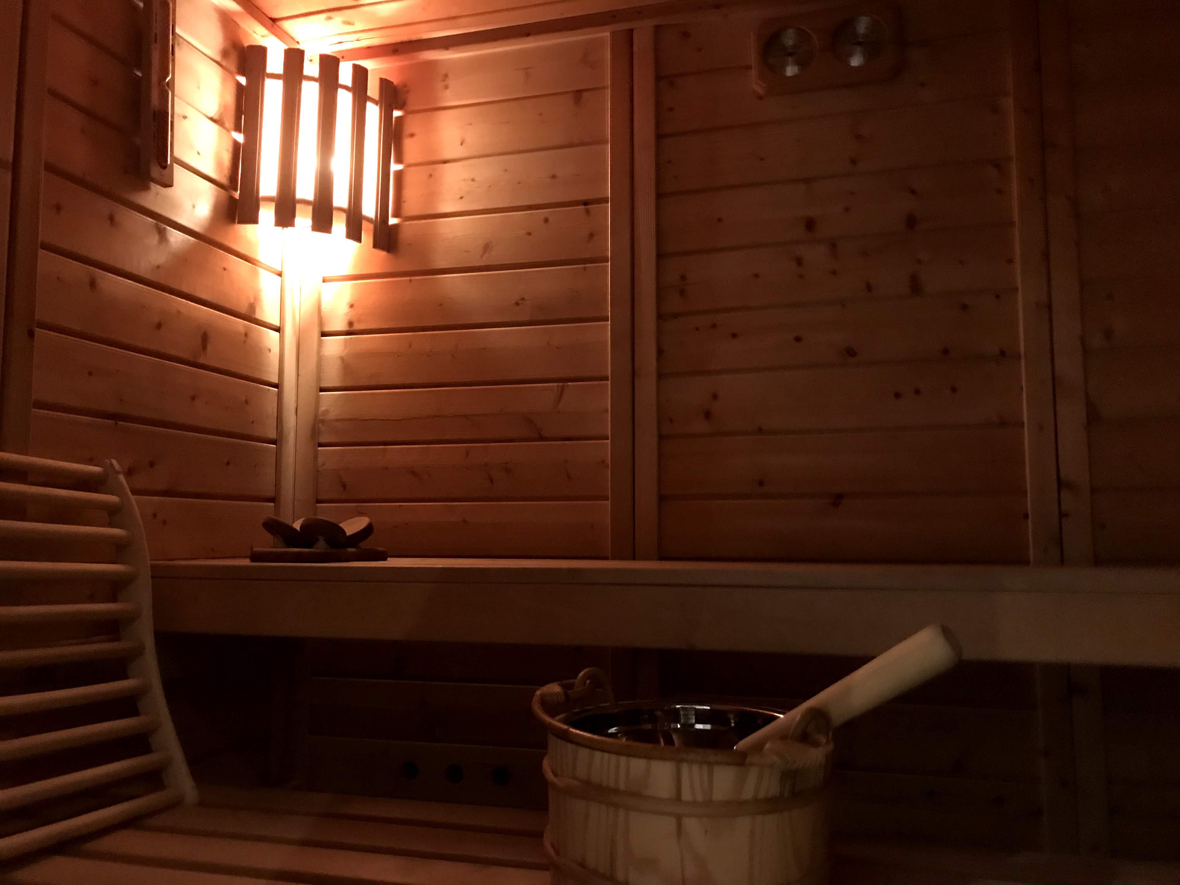 het interieur van de sauna