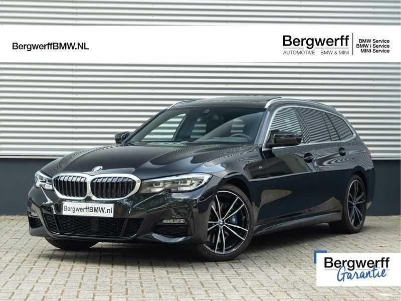 BMW 3 Serie Touring 330i M-Sport - Panorama - Trekhaak - Camera - Harman Kardon afbeelding 1