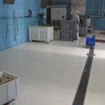 Pavimento in resina con drenaggio in un'azienda alimentare della provincia di Belluno.
