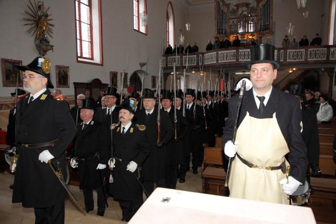 Die Soldaten kurz nach dem Einzug in die Kirche
