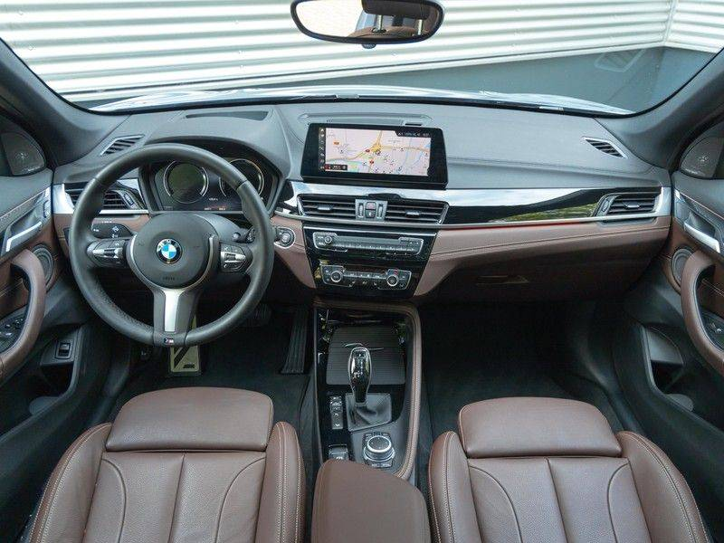 BMW X1 xDrive20i High Executive - Memoryzetel - Panorama - Trekhaak - Harman Kardon afbeelding 13