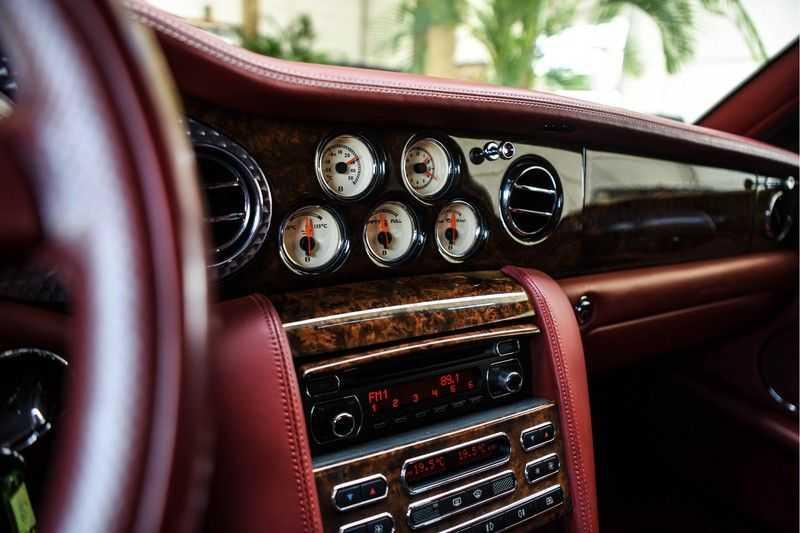 Bentley Arnage 6.8 V8 T (recent voor 20.000,- onderhouden) afbeelding 21