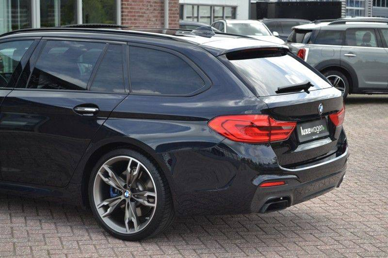 BMW 5 Serie Touring M550d xDrive 400pk Pano Standk ACC 20inch Adp-LED HUD afbeelding 22