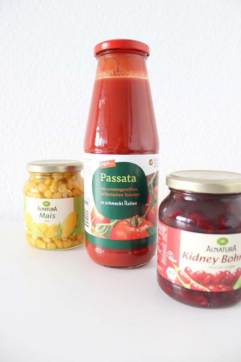 Mais, Passata und Kidney-Bohnen im Glas statt in der Dose