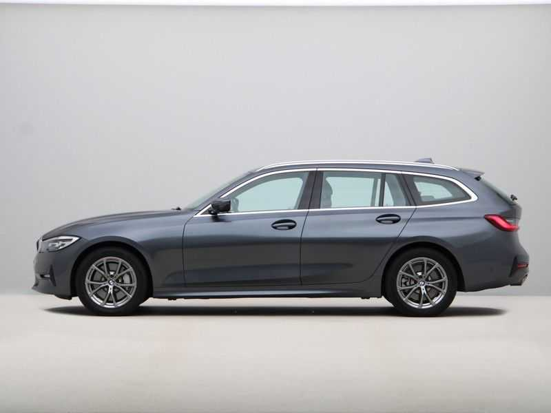 BMW 3 Serie Touring 330i Executive Edition afbeelding 20