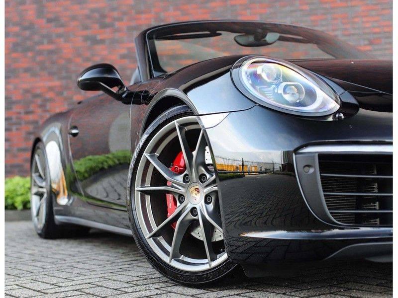 Porsche 911 Cabrio Carrera 4S *ACC*Bose*Chrono*Vierwielbesturing*Camera*Vol!* afbeelding 2