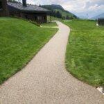 Pavimento in resina per esterni, resistente al freddo e alle intemperie. Realizzato in provincia di Bolzano.