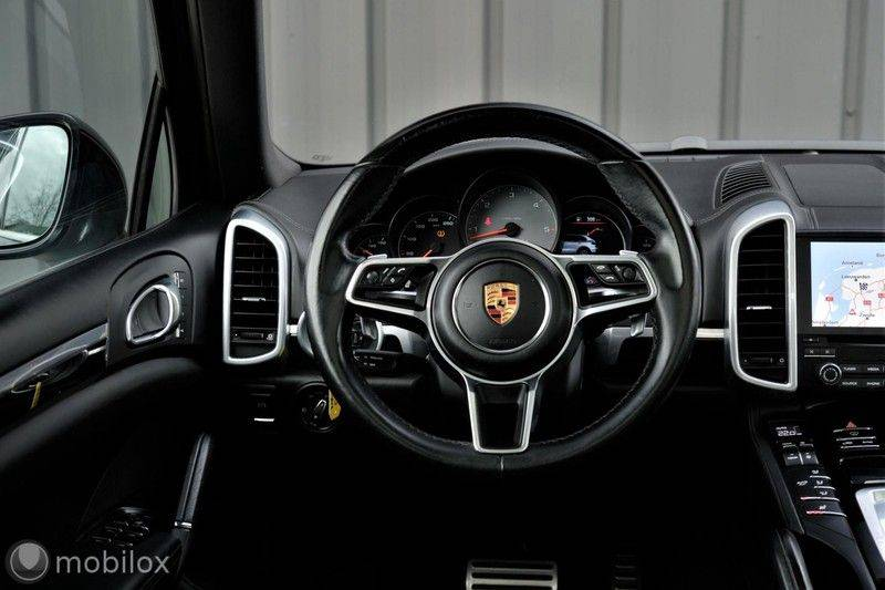 Porsche Cayenne 4.2 D S | Panoramisch dak | Bose | 850 Nm afbeelding 17