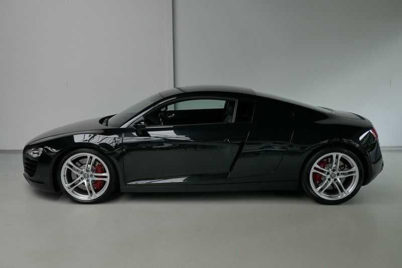 Audi R8 4.2 V8 FSI Quattro Black Edition afbeelding 3