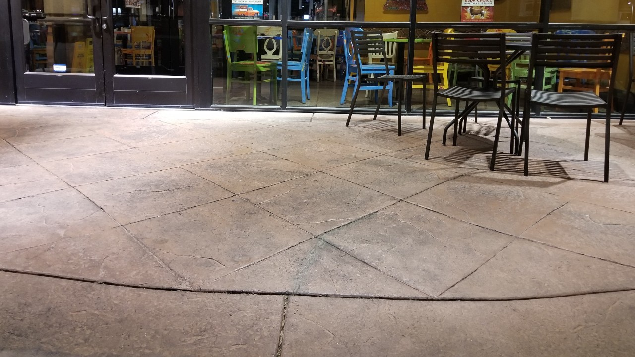pressure-washing-cafe-rio-storefront-and-siding--before-01
