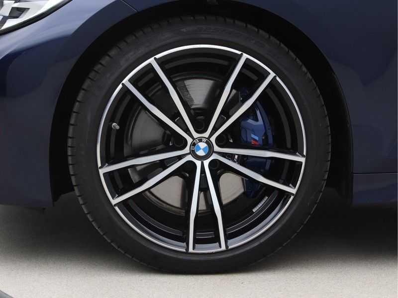 BMW 3 Serie 318i Executive Model M Sport afbeelding 24