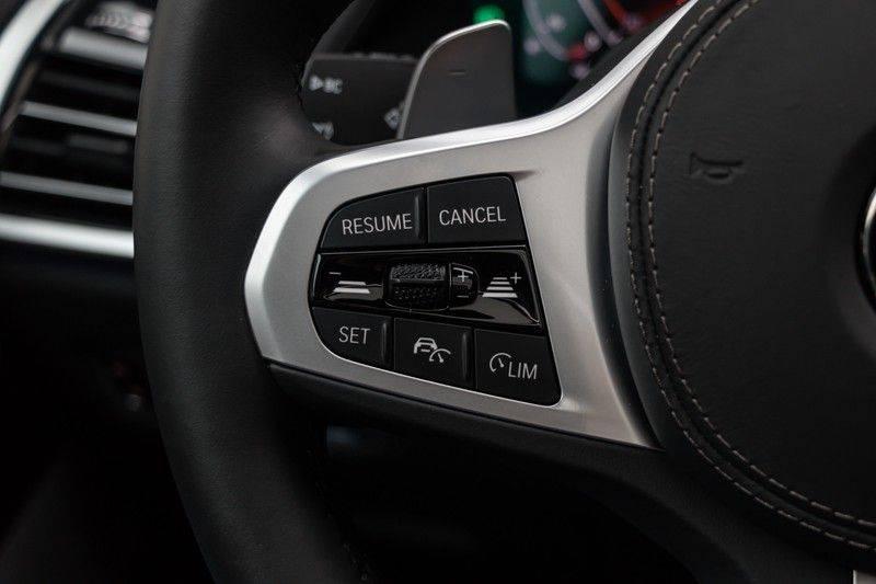 "BMW X5 M40i xDrive 340pk Panoramadak VirtualCockpit ShadowLine Sportleder+Memory Head-Up HarmanKardon Luchtvering Laserlicht AmbientLight Keyless Sportuitlaat 22"" 360Camera ParkAssist Pdc afbeelding 20"