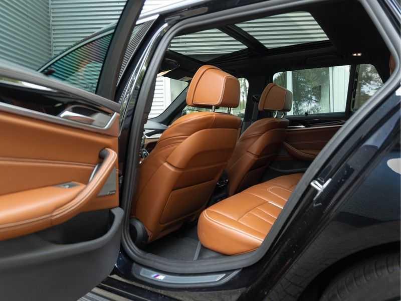 BMW 5 Serie Touring 530i xDrive M-Sport - Individual Leder - Trekhaak - Stoelventilatie afbeelding 11
