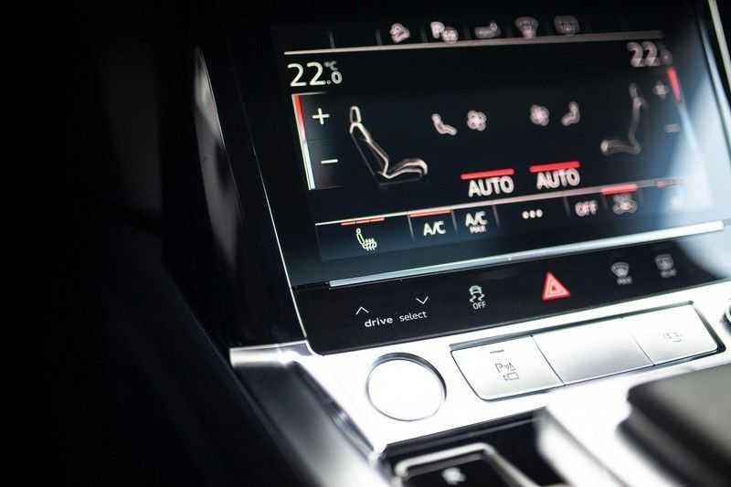 "Audi e-tron Sportback 50 Quattro S Edition *Pano / HUD / 21"" / Stad Pakket / DAB* afbeelding 24"