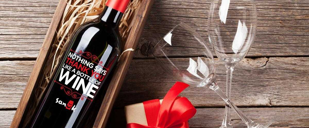 Custom etched holiday wine gift set by Etching Expressions