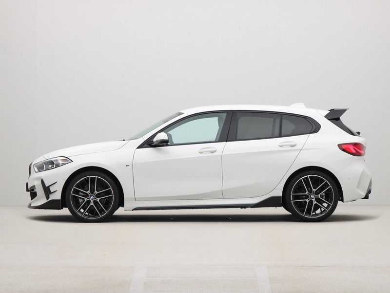 BMW 1 Serie 5-deurs 118i Executive Edition M-Performance Automaat afbeelding 12