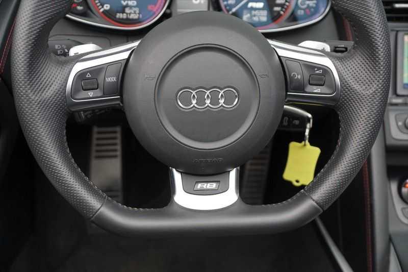 Audi R8 Spyder 5.2 V10 FSI / Akrapovic / Carbon Pack / B & O / Ceramic / Camera / Audi Exclusive / Cruise afbeelding 11