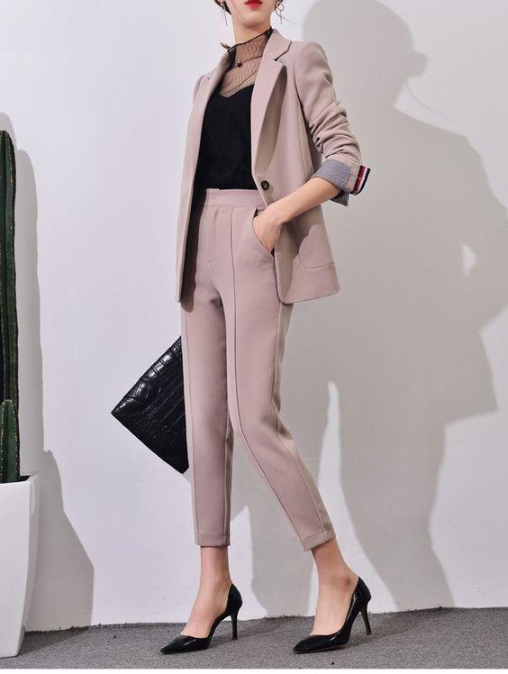 Costume femme rose poudré jambes courtes ajustées