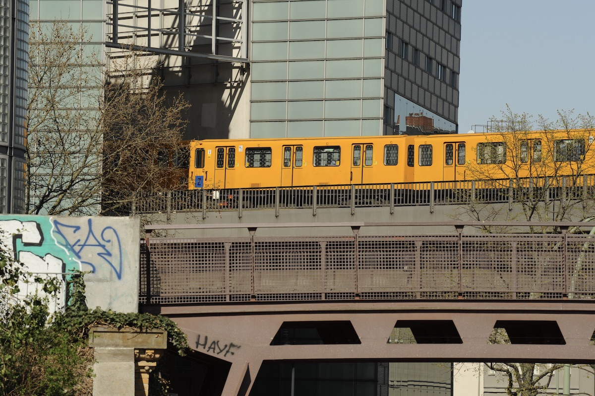 Один изсимволов Берлина — желтые вагоны метро. Фото: Константин Кропоткин