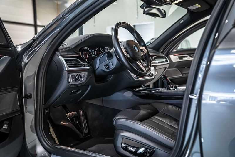 BMW 7 Serie 740e iPerformance M sport | €49.000,- Ex BTW| NP€135.000,-| Massagestoelen | Soft close | 20 inch | Surround view | Harman kardon afbeelding 20