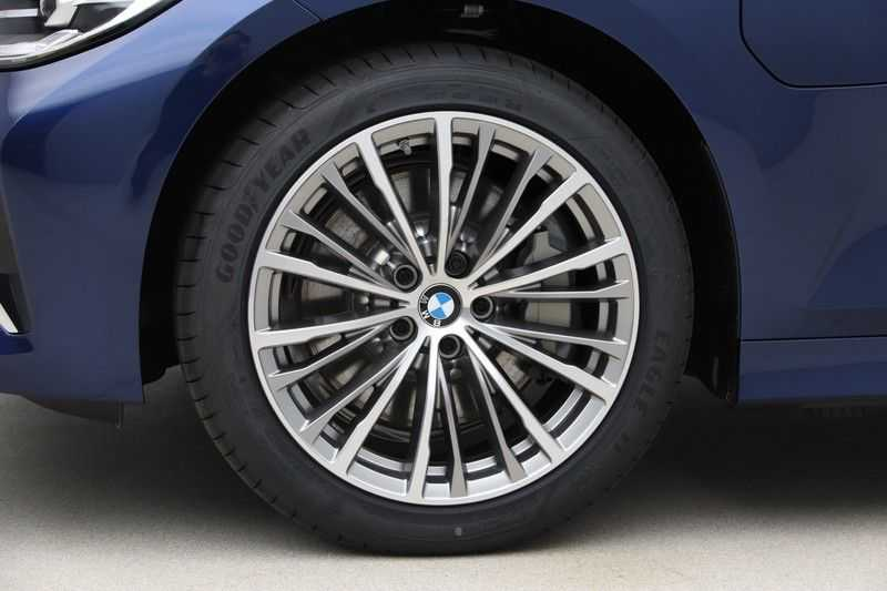 BMW 3 Serie 330e eDrive Edition High Executive afbeelding 18