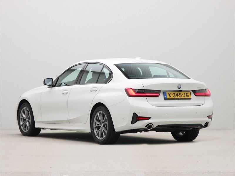 BMW 3 Serie Sedan 318i Executive Sport Line Automaat afbeelding 10
