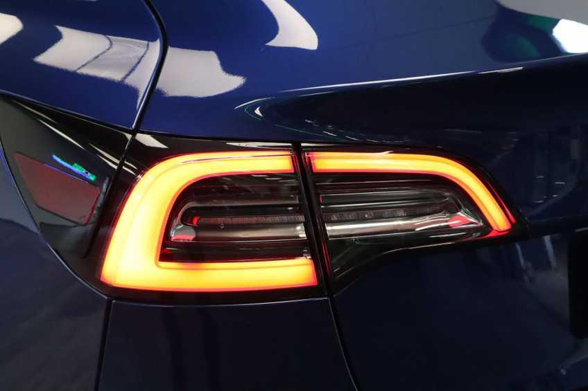 """Tesla Model 3 Long Range EX BTW 4% Bijtelling Navi Leder 18""""LM Blauw wit afbeelding 20"""