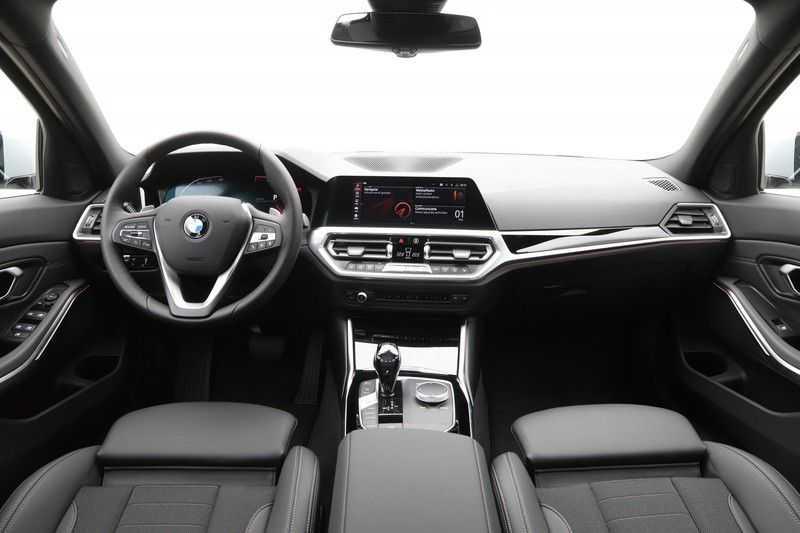 BMW 3 Serie 318i Sedan Exe Sportline Aut. afbeelding 12